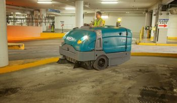S30- TENNANT Mid-Size Rider Sweeper full